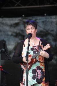 Catharina mit C auf der Bühne beim Ahrensburger Kultursommer